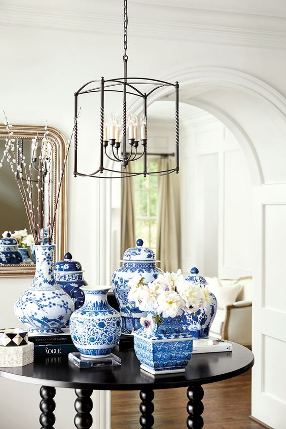 Chinoiserie chic blue vases